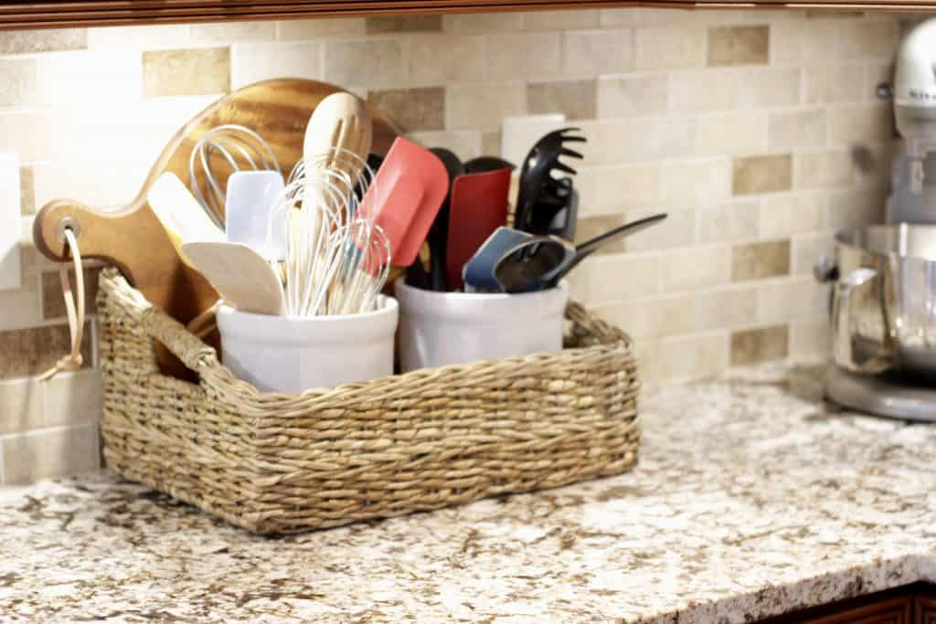 استفاده از سبد در تزیین آشپزخانه